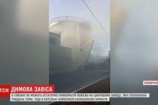 На Вінниччині вже тиждень тліють тонни брикетів на території цукрового заводу