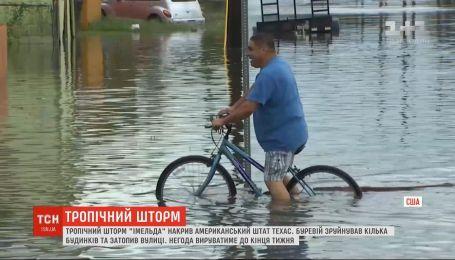 Тропический шторм затопил дороги Техаса и разрушил несколько домов
