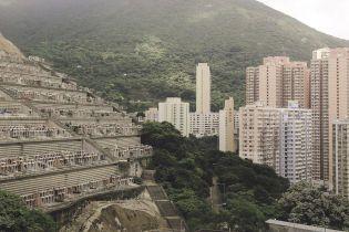 """""""Пространство мертвых"""". В Гонконге людей хоронят на вертикальных кладбищах - объясняем, почему"""