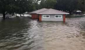 """У Техасі внаслідок тропічного шторму """"Імельда"""" загинули двоє людей"""