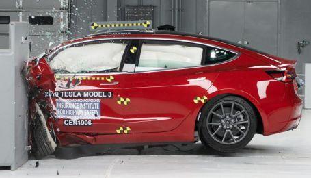 В Америке провели нещадные краш-тесты Tesla Model 3. Видео