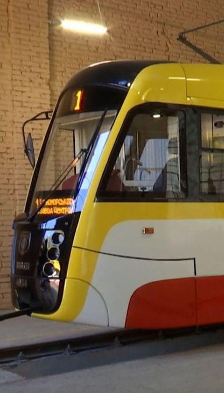 Самый длинный в Украине трамвай презентовали в Одессе