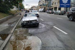 Пьяный водитель катался по Киеву на разбитом BMW, из которого шел дым