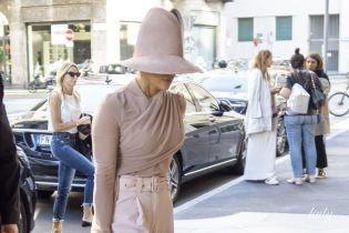 Спряталась под шляпой: забавный лук Джей Ло на Миланской неделе моды