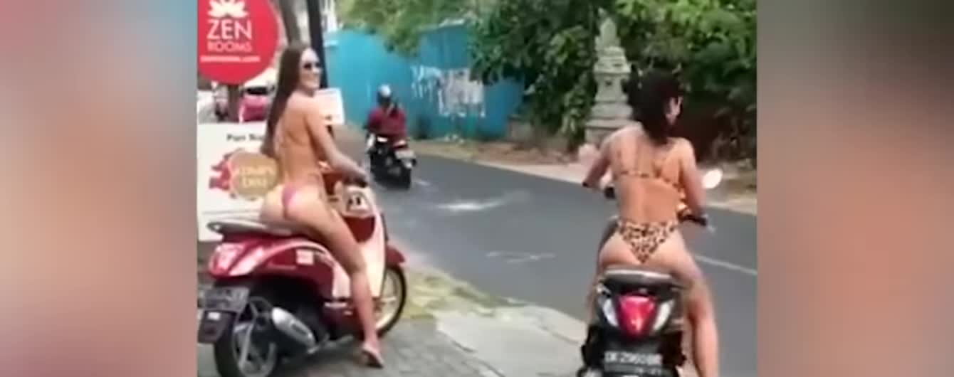 На Бали туристки в бикини на мопедах возмутили Сеть