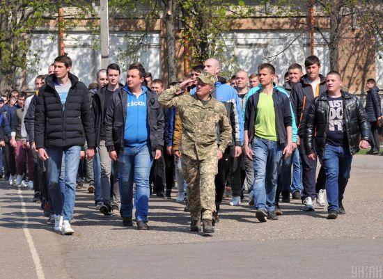 Міноборони офіційно пояснило ситуацію зі скасуванням призову на строкову службу