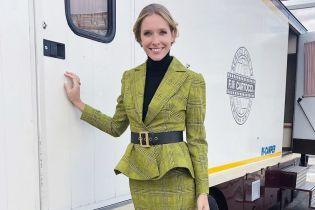 Утеплилась: Катя Осадчая продемонстрировала осенний образ в клетчатом костюме