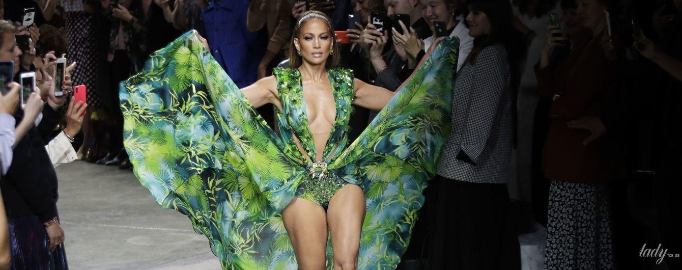 Наче богиня: 50-річна Дженніфер Лопес у відвертій сукні викликала фурор на подіумі в Мілані