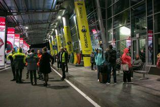 """Из аэропорта """"Киев"""" эвакуировали пассажиров и персонал из-за сообщения о минировании"""