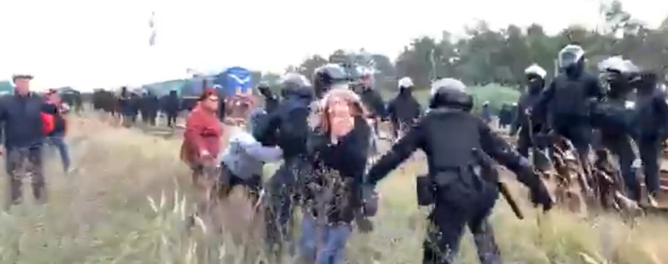 На Львівщині люди заблокували вагони з вугіллям, у поліції попереджають про силовий сценарій