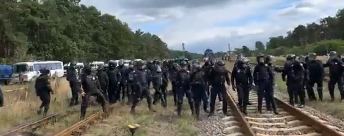 Поліція заарештувала майже 30 блокувальників російського вугілля на Львівщині. П'ять правоохоронців поранено