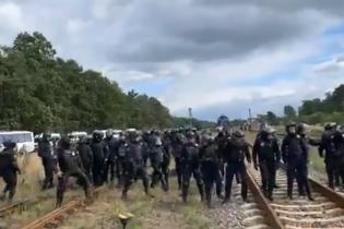 Полиция арестовала почти 30 блокировщиков российского угля на Львовщине. Пять правоохранителей ранены
