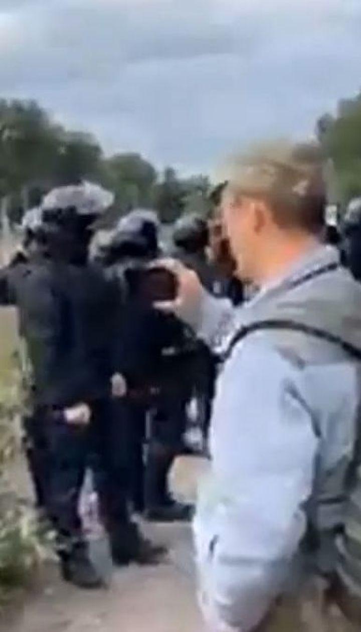 На Львівщині поліція розігнала активістів, які блокували вагони з вугіллям