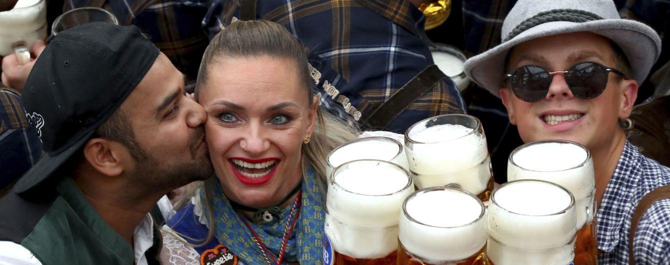 Масові гуляння, пиво і ковбаски: у Мюнхені розпочався Октоберфест