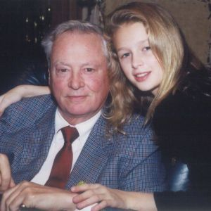 У США помер власник міжнародної готельної імперії та дідусь Періс Гілтон