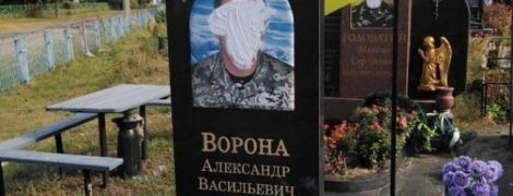 На Чернігівщині вандали познущалися з надгробків воїнів загиблих на Донбасі