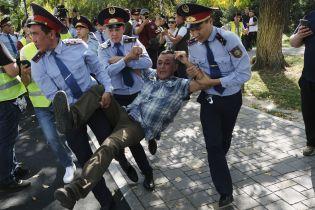 В Казахстане прошли антиправительственные митинги – более 70 задержанных