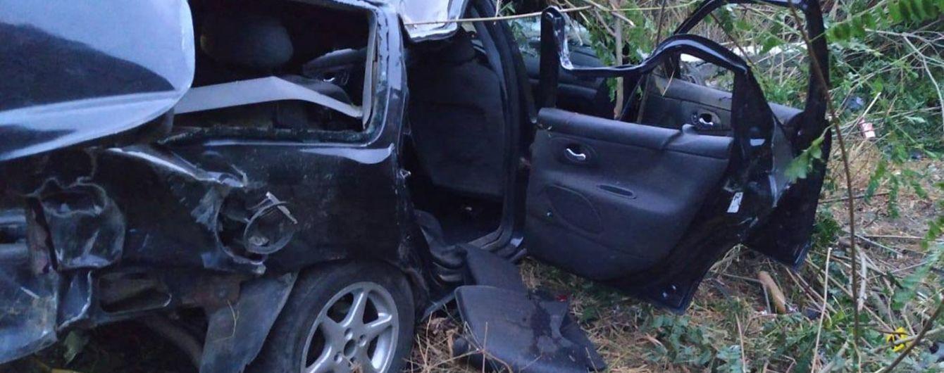 На Хмельнитчине пьяный водитель на полном ходу врезался в столб. Погибли четыре человека