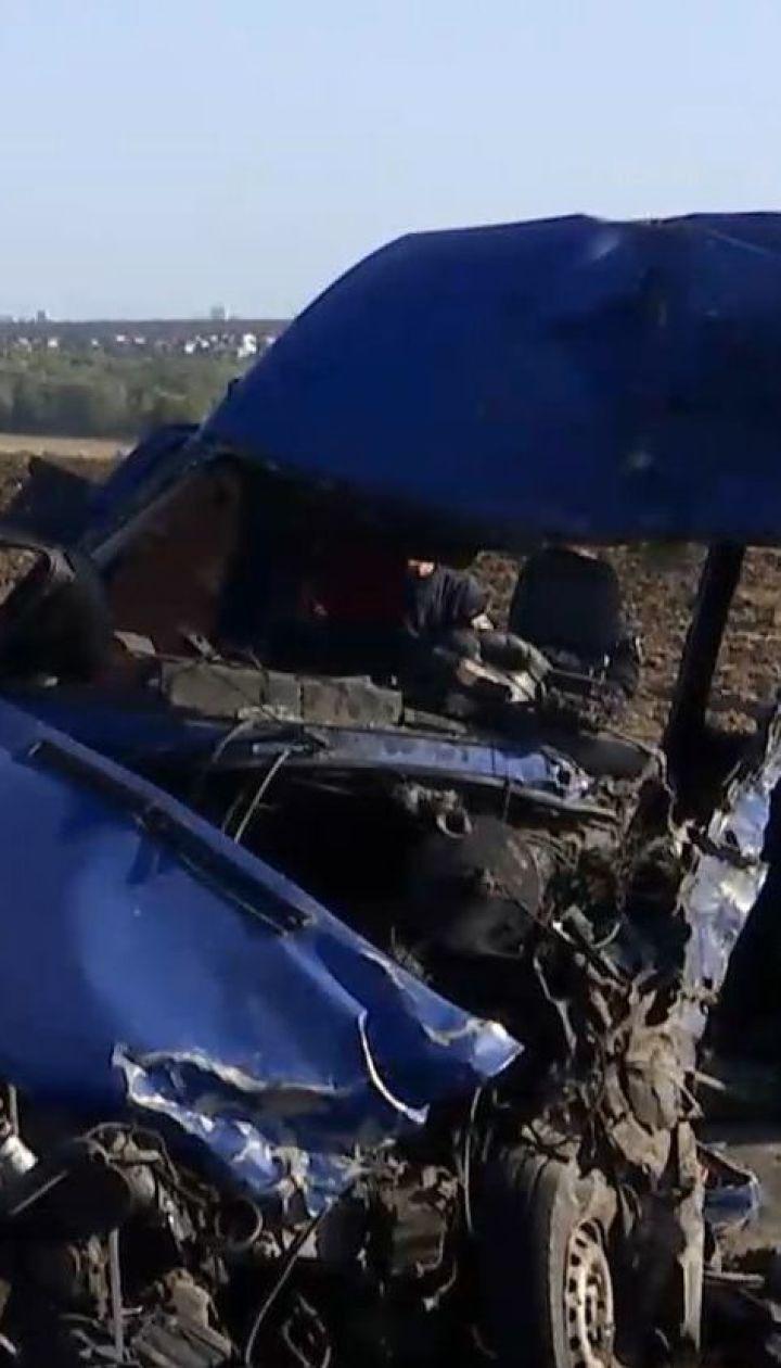 В Одесской области огромная автоцистерна влетела в пригородную маршрутку, есть погибшие