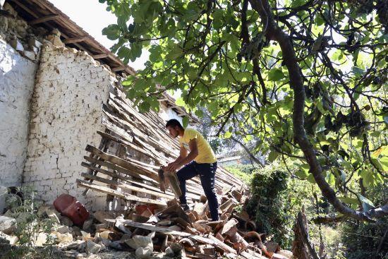 Землетрус в Албанії: сотні людей не можуть повернутись до своїх домівок