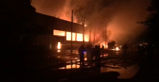 У Києві спалахнула друга масштабна пожежа за вечір - тепер горить склад матраців