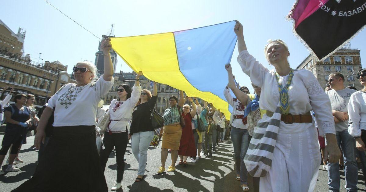 Українці сплять більше за сусідів, але є найбіднішими. Рейтинг Всесвітнього економічного форуму в інфографіці