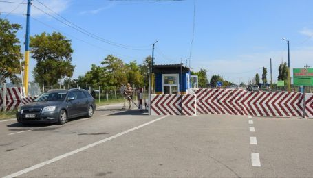 Два КПВВ в оккупированный Крым перекрыли для машин из-за ремонта