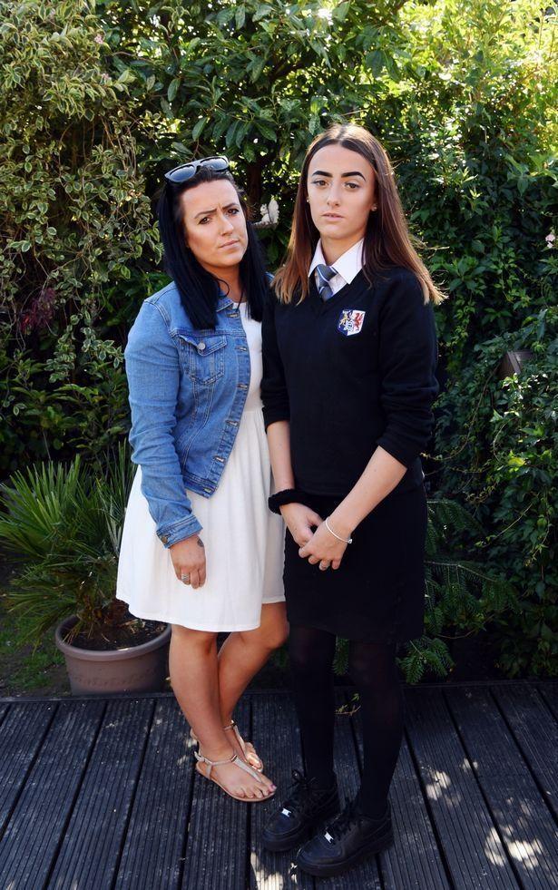 британську школярку змусили перевдягнутися шість разів