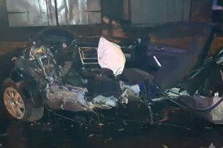 В Чернигове Volkswagen с подростками влетел в дерево и разорвался пополам: погибли четверо людей
