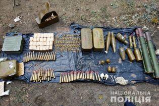 """На Луганщине полиция нашла схрон оружия на территории бывшей дислокации вооруженного формирования """"ЛНР"""""""