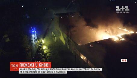 Вночі у Києві сталися дві масштабні пожежі