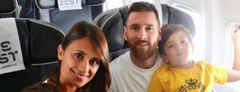 """Мессі з родиною та гравцями """"Барселони"""" вирушили до Італії на церемонію ФІФА The Best"""