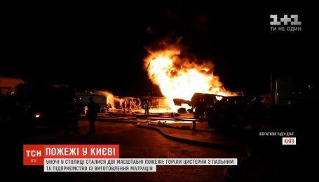 В Киеве ночью горели цистерны с горючим и предприятие по изготовлению матрасов
