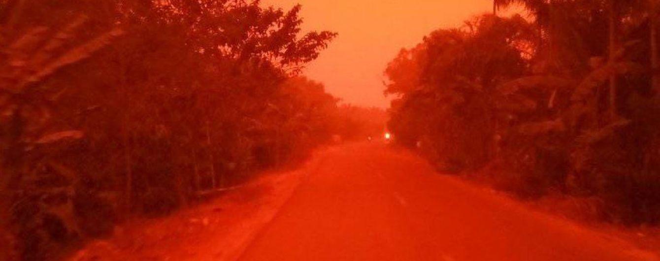 Наче на Марсі: в Індонезії небо почервоніло через масштабні лісові пожежі