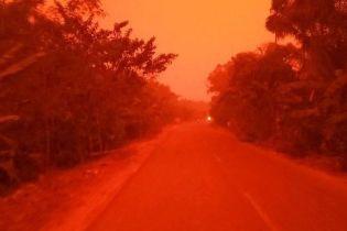 Как будто на Марсе: в Индонезии небо покраснело из-за масштабных лесных пожаров