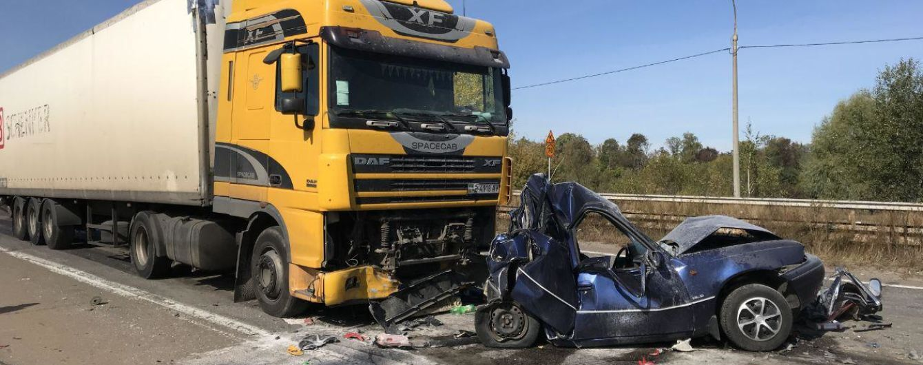 В аварии семи авто на Броварской окружной погиб один человек