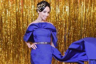 Как всегда, безупречная: Екатерина Кухар синим платьем подчеркнула стройную фигуру