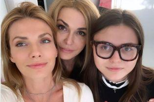 Счастливая мама: Ольга Сумская показала интересные снимки с дочками