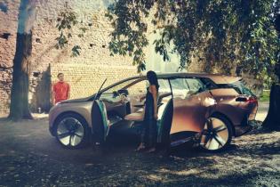 BMW намекнула, что дикий автосекс – это часть беспилотного будущего