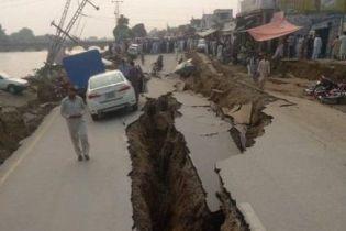 Дороги треснули пополам. В Пакистане произошло мощное землетрясение – десятки погибших