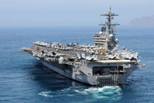 На американском авианосце в течение недели трое моряков покончили жизнь самоубийством