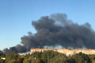 В оккупированном Донецке горит склад боеприпасов террористов