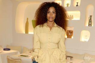 В красивом желтом мини: эффектная Тина Кунаки на открытии ресторана в Париже