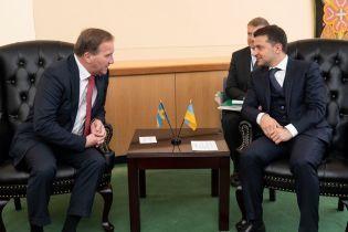 """""""Мы не готовы ждать еще пять лет"""": Зеленский обсудил с премьером Швеции войну на Донбассе"""