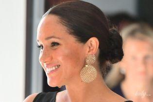Переборщила с бронзером: герцогиня Сассекская в новом луке приехала на сольное мероприятие