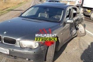 На Алтае цыганские дети устроили аварию на краденном BMW