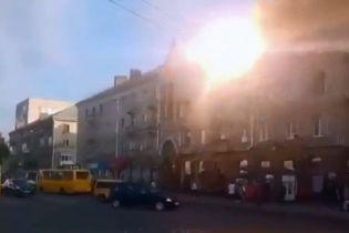 В Ровно над дорогой вспыхнули троллейбусные электролинии