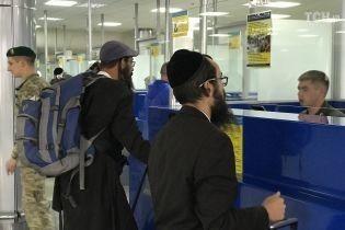 Хасиды прилетели: в Украину прибыли первые рейсы с паломниками на Рош ха-Шана