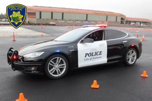 В Америці поліцейська Tesla розрядилася просто під час гонитви