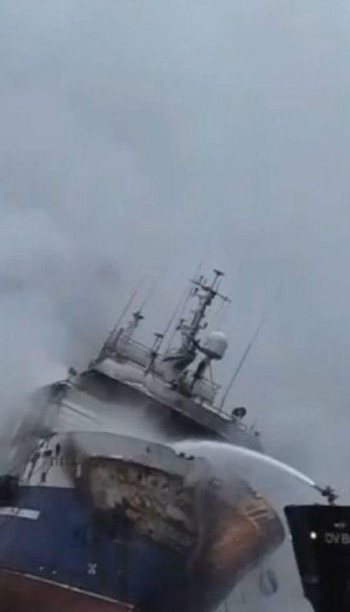 Норвезькі пожежники всю ніч гасили російський траулер у Тромсе